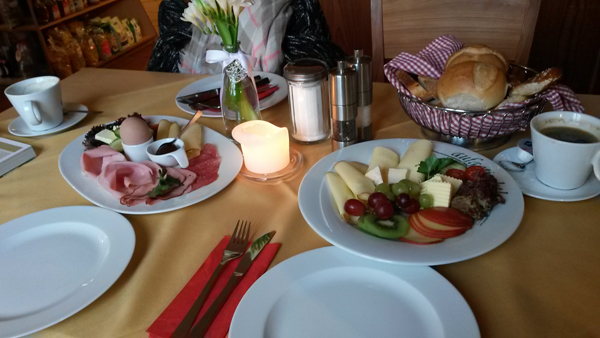 Frühstück im Gut Schloss Sulzemoos