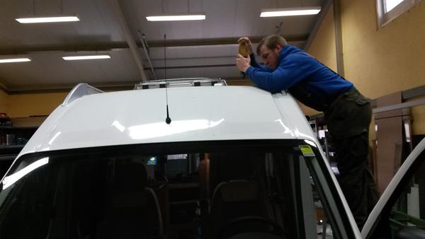 Bohrung durchs Fahrzeugdach