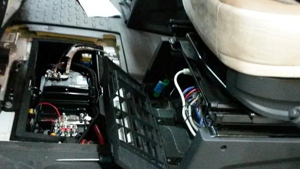 Einbau und Verkabelung mit Elektroblock und Batterien